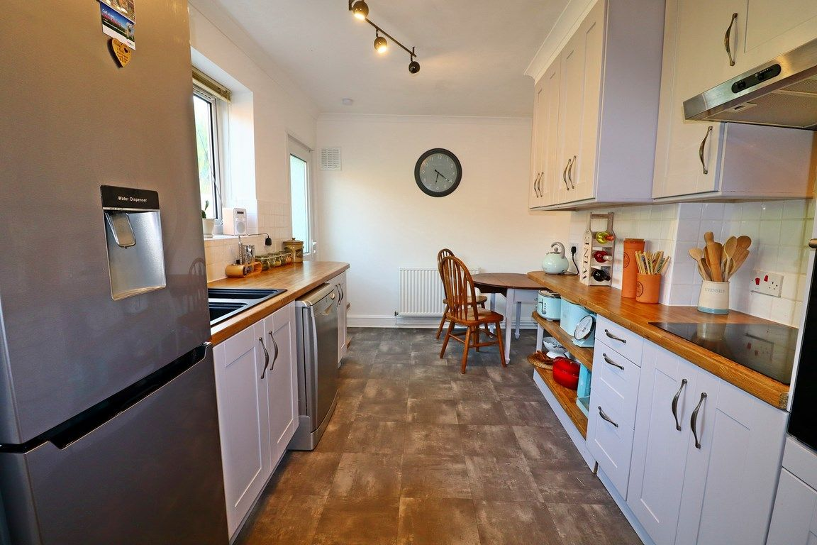2 bed flat for sale in Heol Illtyd 4