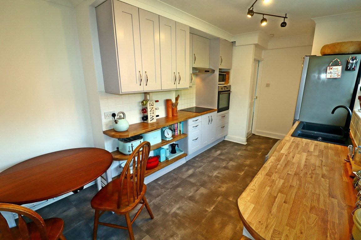 2 bed flat for sale in Heol Illtyd 8