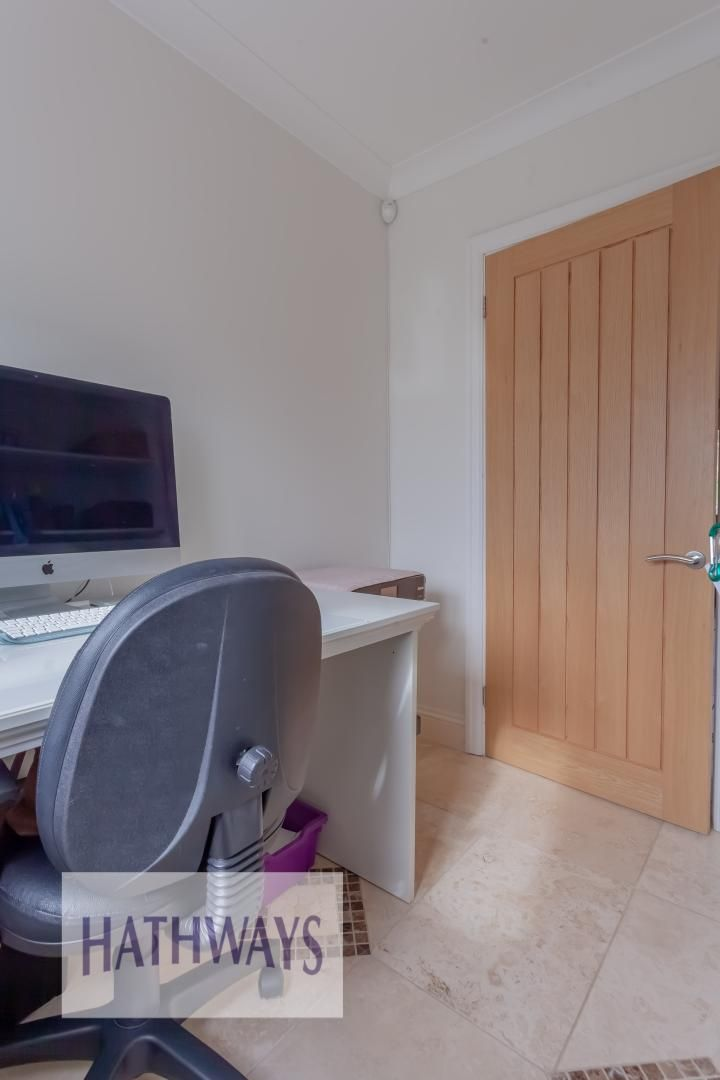 5 bed house for sale in Priory Close 16
