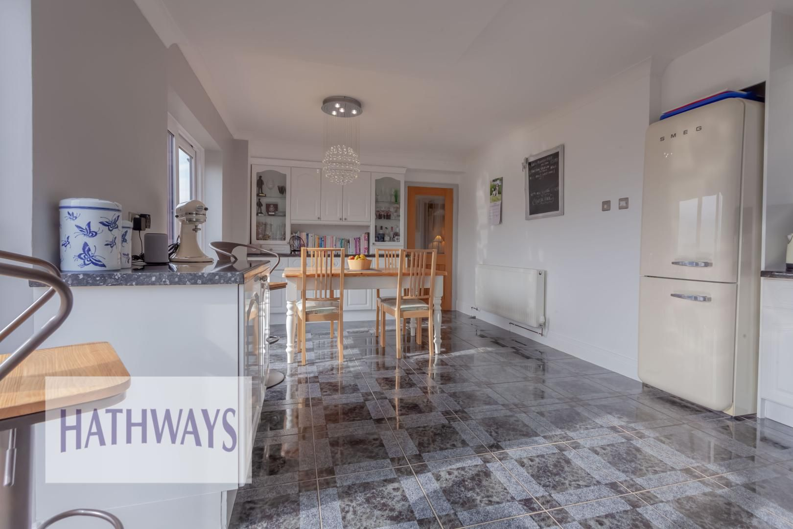 5 bed house for sale in Priory Close 18