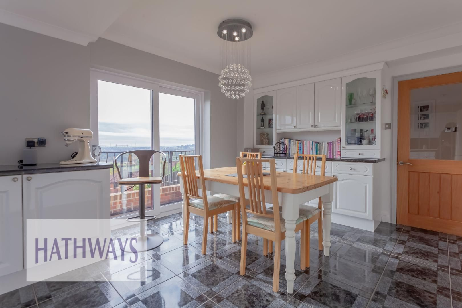 5 bed house for sale in Priory Close 24