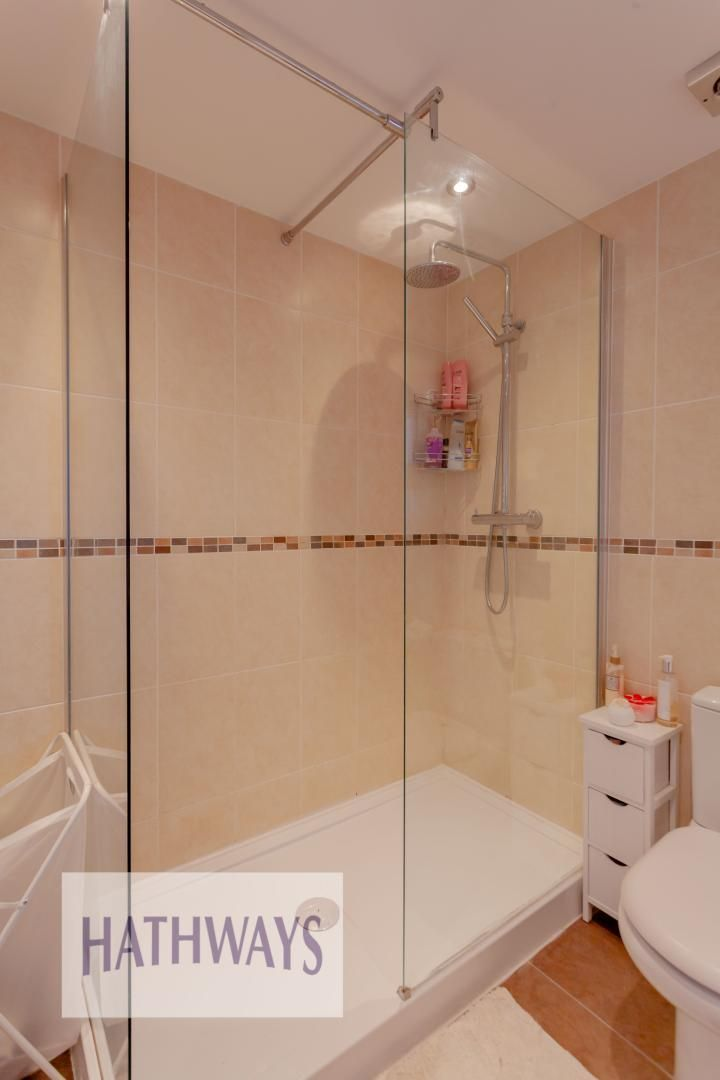 4 bed house for sale in Rosecroft Drive 33