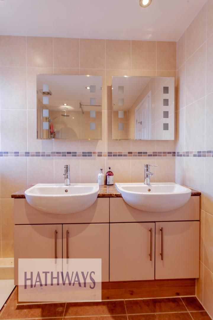 4 bed house for sale in Rosecroft Drive 37