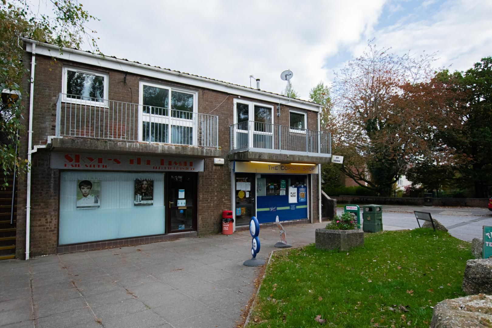 2 bed flat to rent in Llangattock Court 1