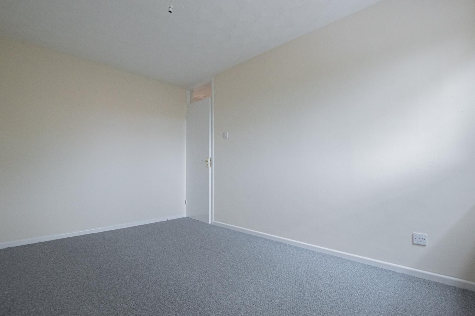 2 bed flat to rent in Llangattock Court 11