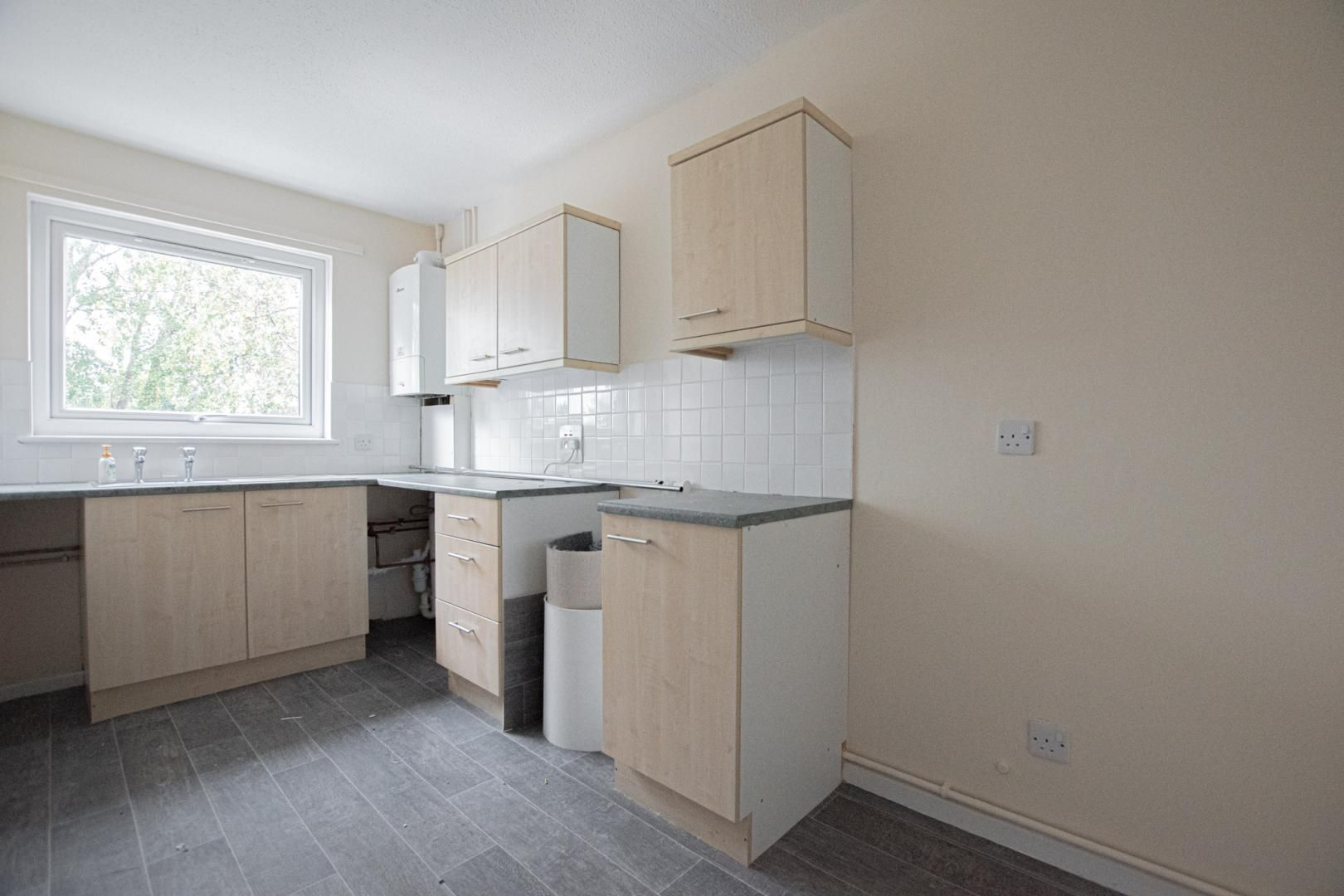 2 bed flat to rent in Llangattock Court 6