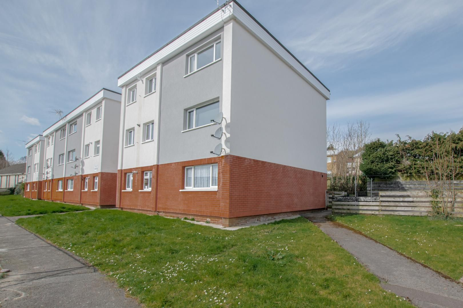 2 bed flat to rent in Kemys Fawr Close 1