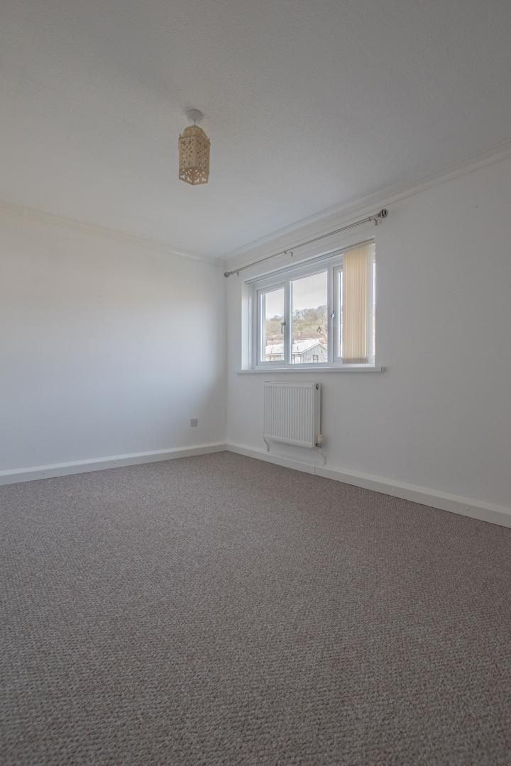 2 bed flat to rent in Kemys Fawr Close 12