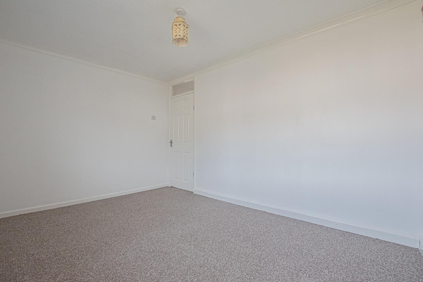2 bed flat to rent in Kemys Fawr Close 14