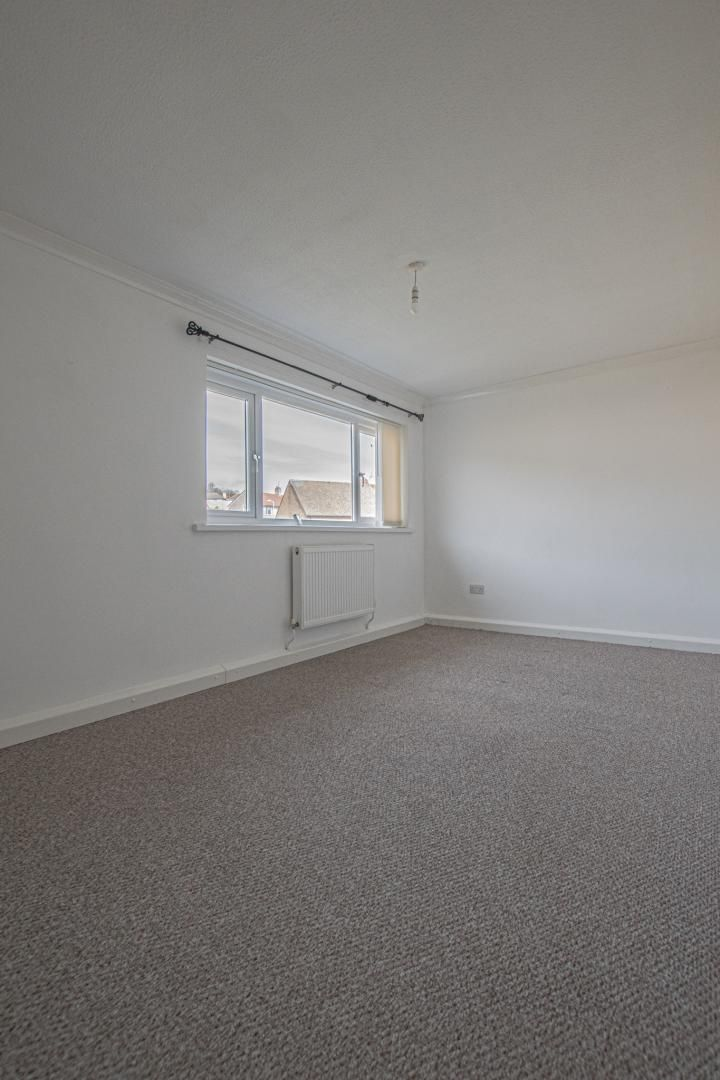 2 bed flat to rent in Kemys Fawr Close 16