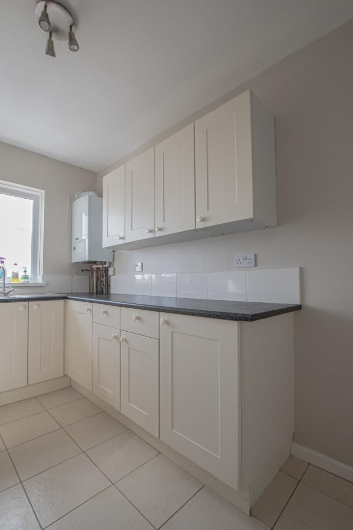 2 bed flat to rent in Kemys Fawr Close 6