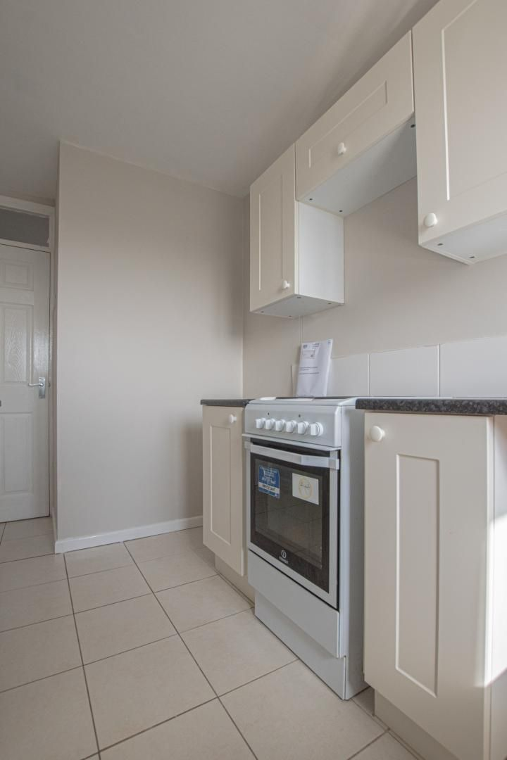2 bed flat to rent in Kemys Fawr Close 7