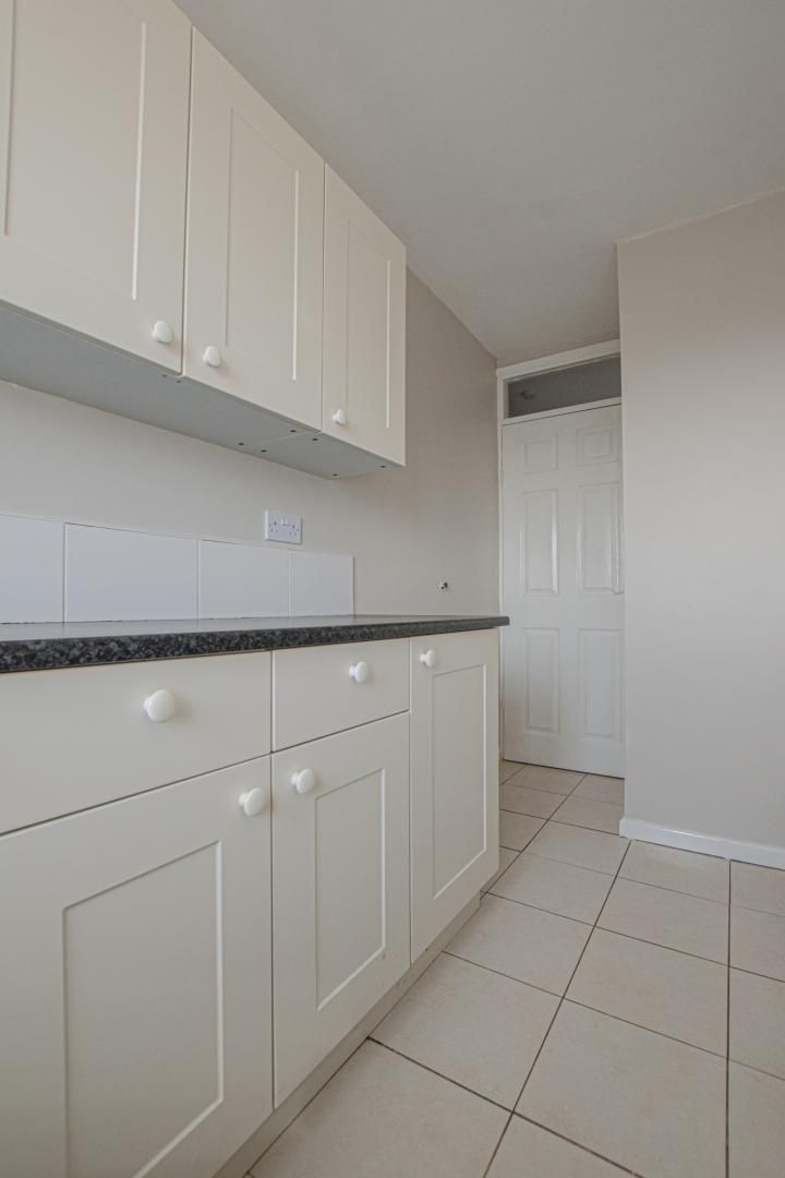 2 bed flat to rent in Kemys Fawr Close 8