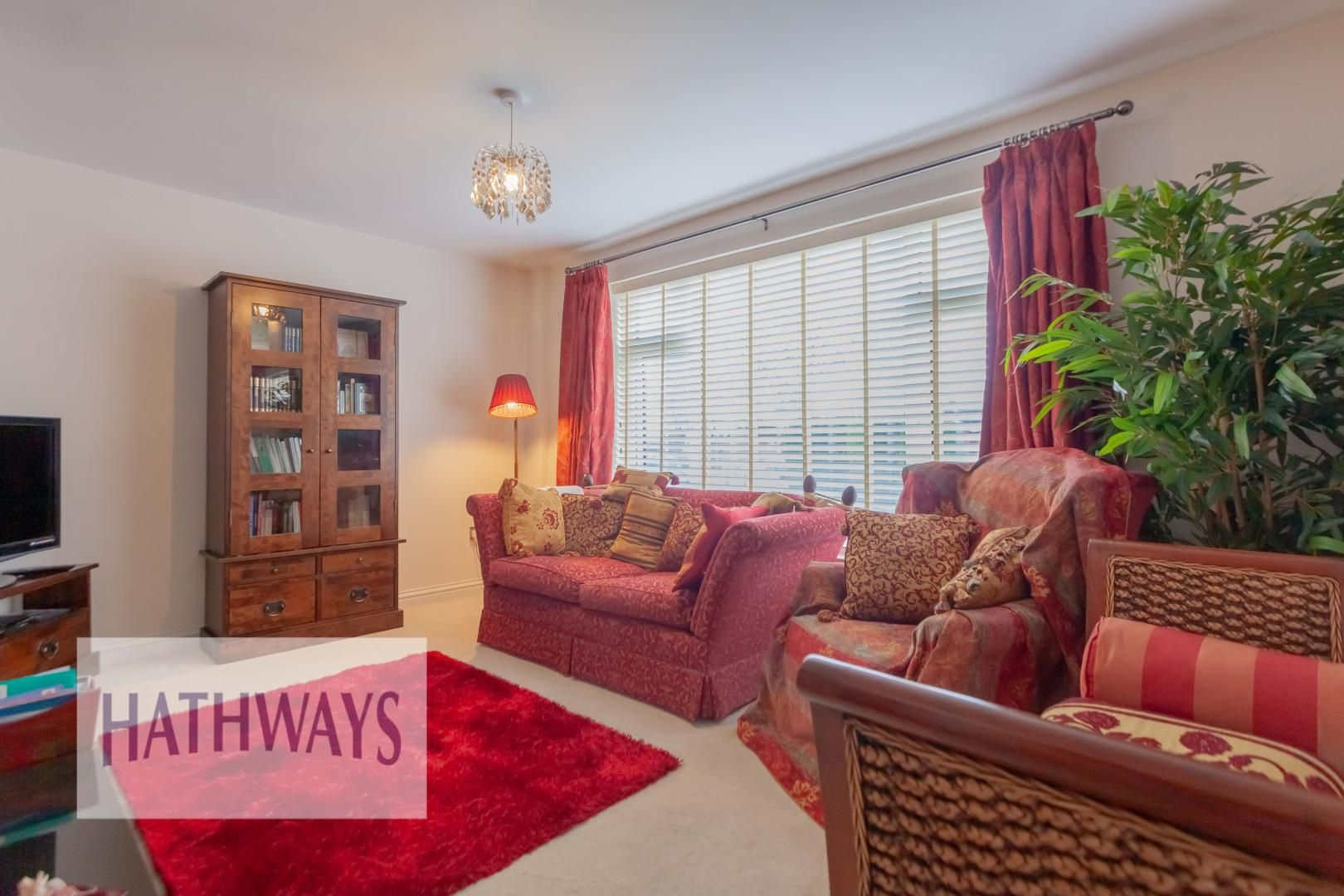 4 bed house for sale in Llanyravon Way 4