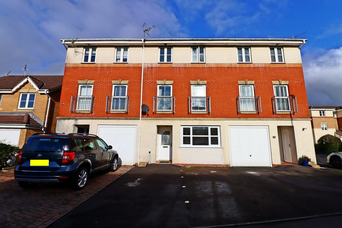 3 bed house for sale in Clos Springfield 1
