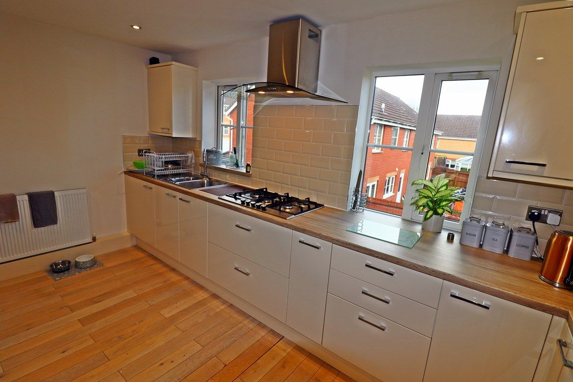 3 bed house for sale in Clos Springfield 11