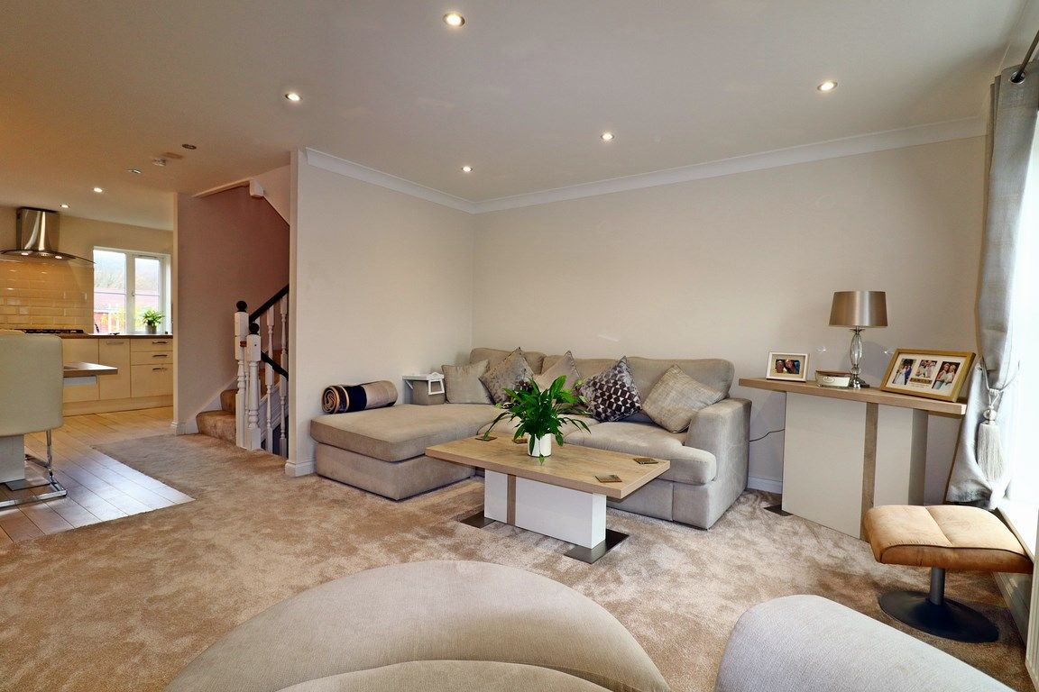 3 bed house for sale in Clos Springfield 13