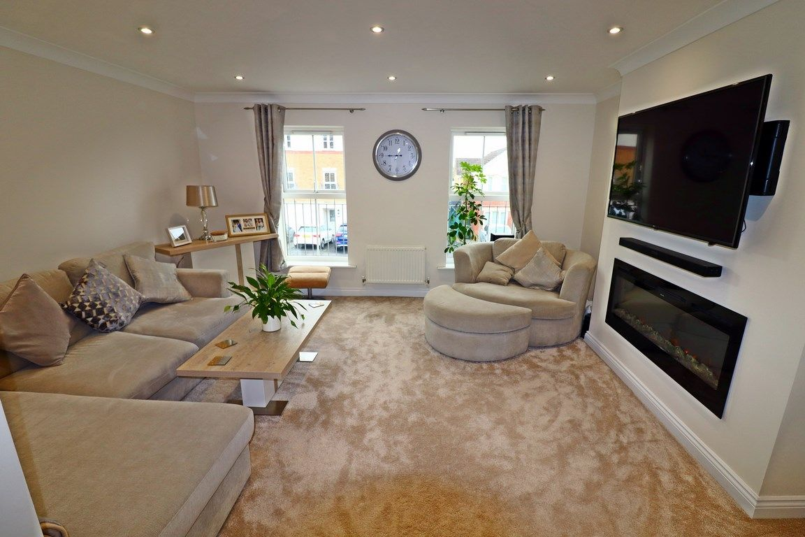 3 bed house for sale in Clos Springfield 14