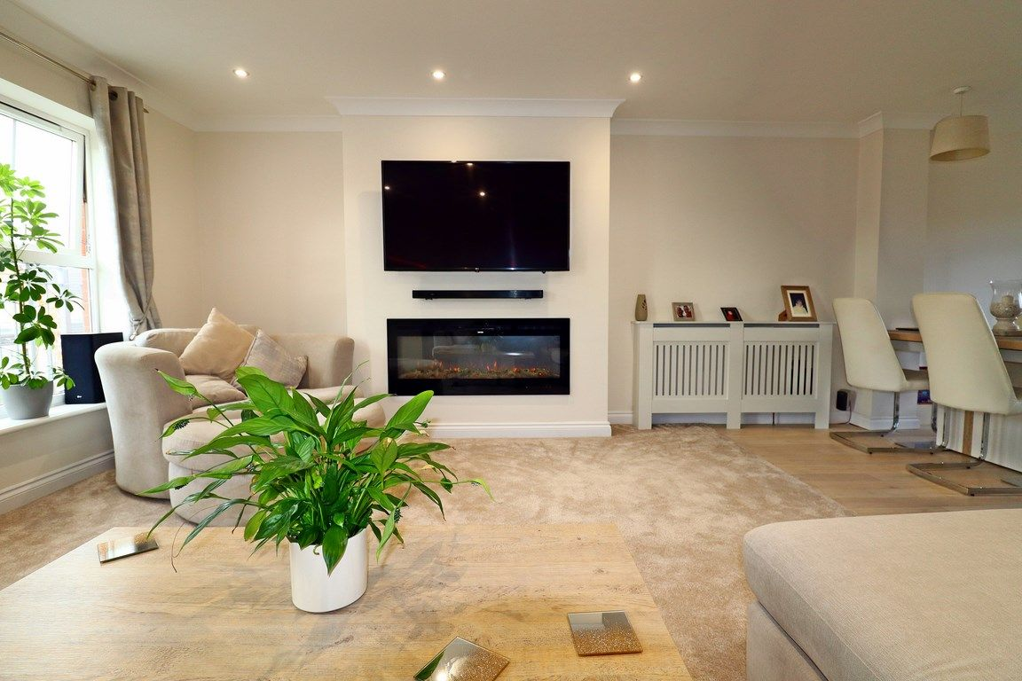 3 bed house for sale in Clos Springfield 15