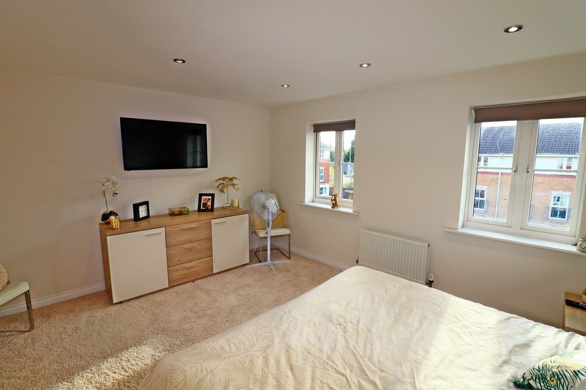 3 bed house for sale in Clos Springfield 17