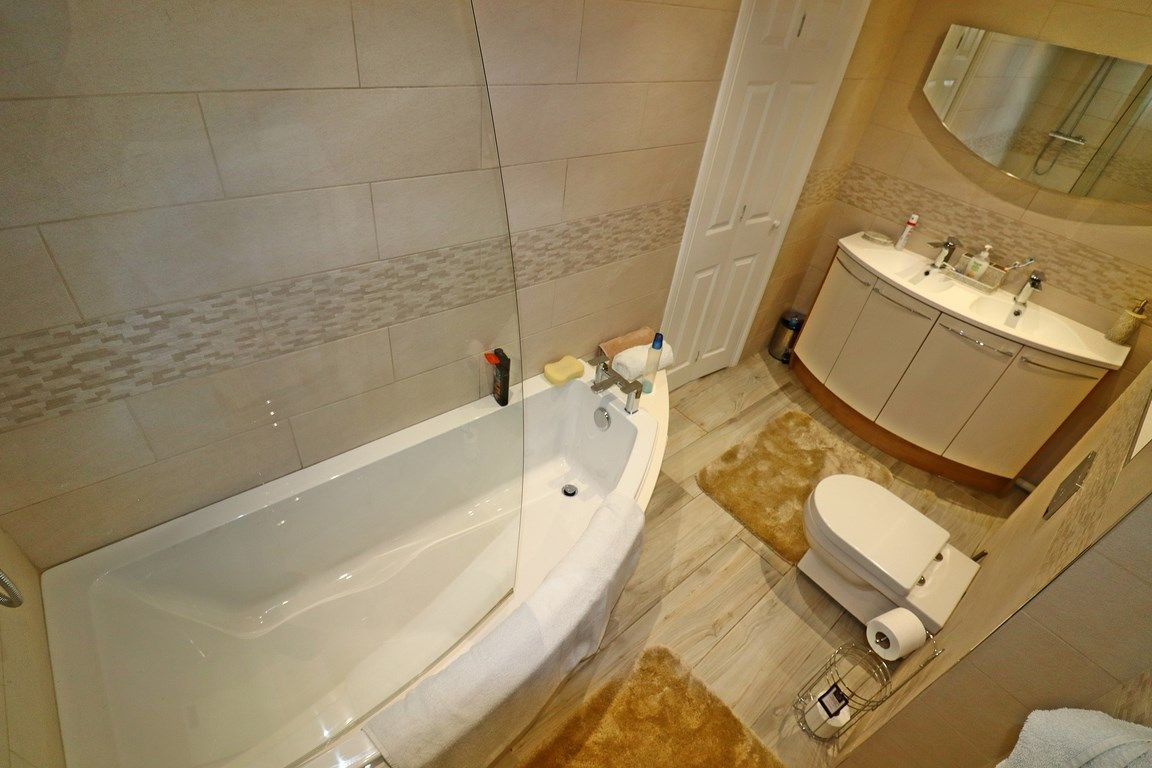 3 bed house for sale in Clos Springfield 19