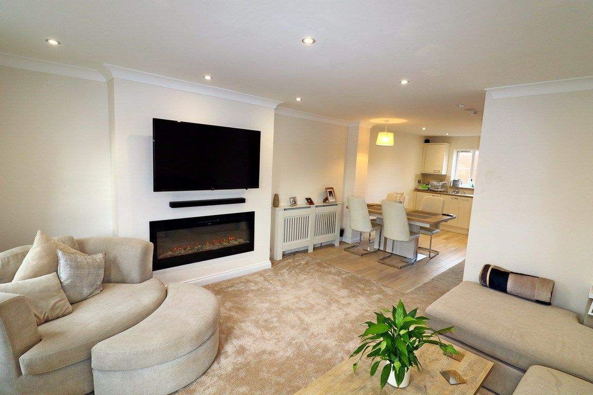 3 bed house for sale in Clos Springfield 3
