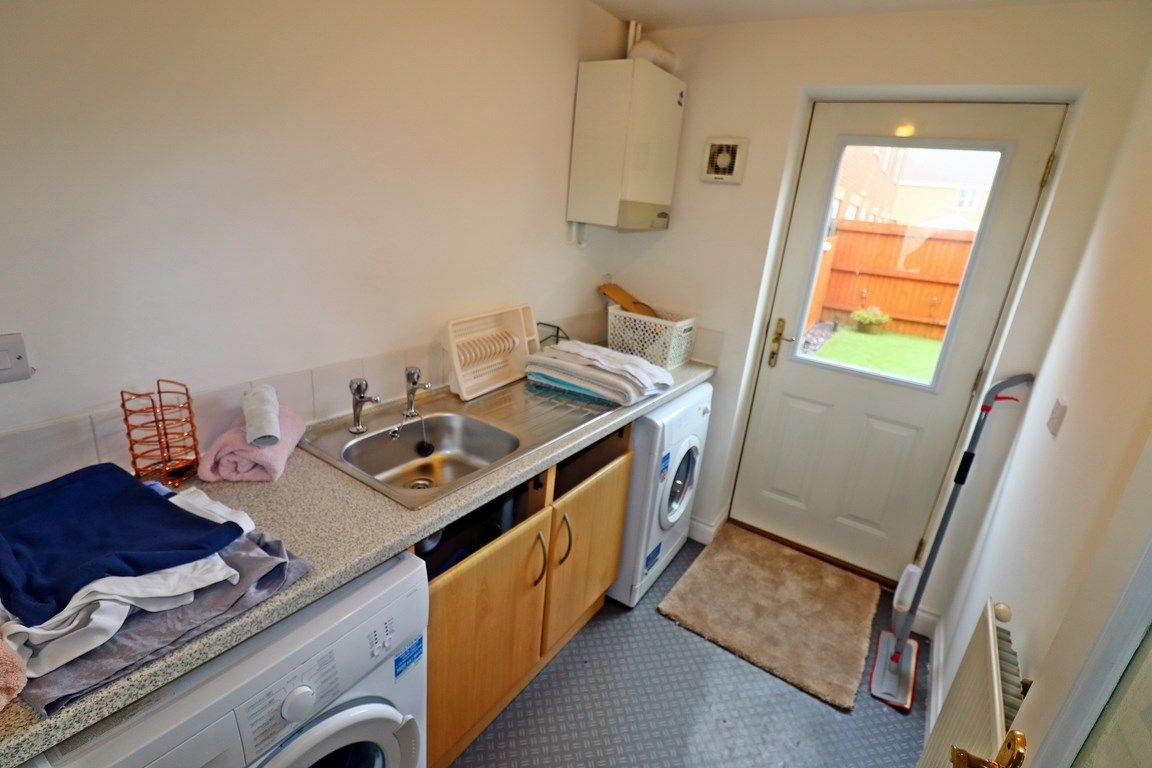 3 bed house for sale in Clos Springfield 8