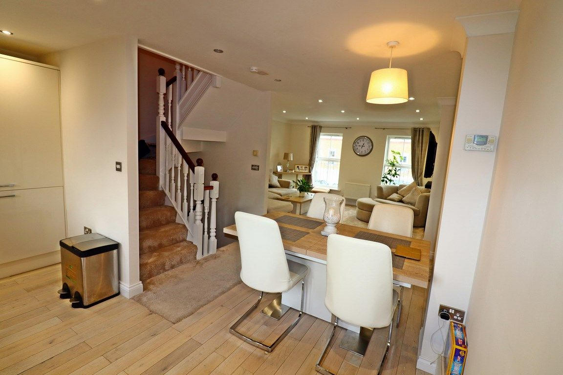 3 bed house for sale in Clos Springfield 9