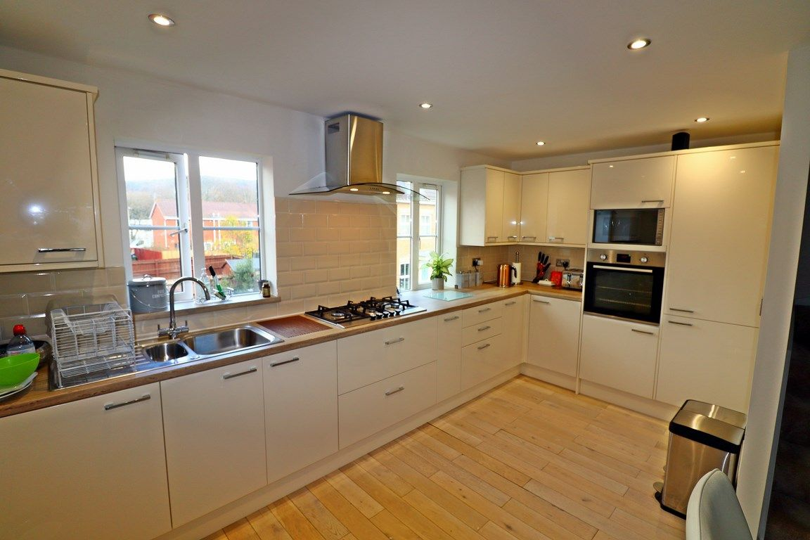 3 bed house for sale in Clos Springfield 10