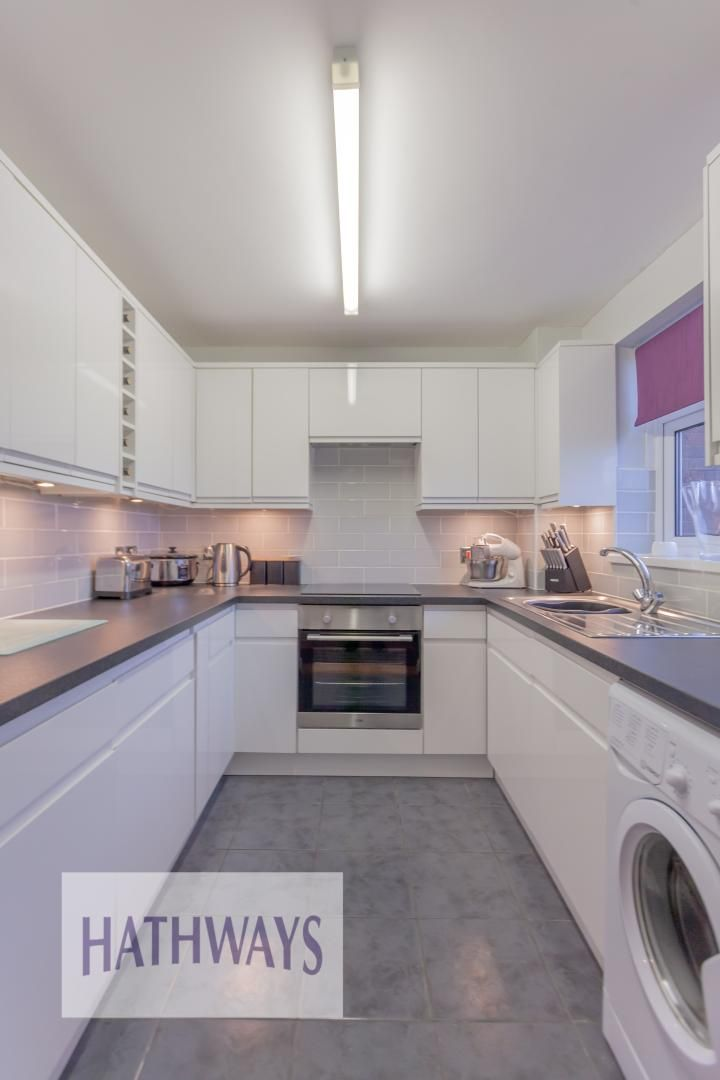 2 bed house for sale in Spring Grove 13
