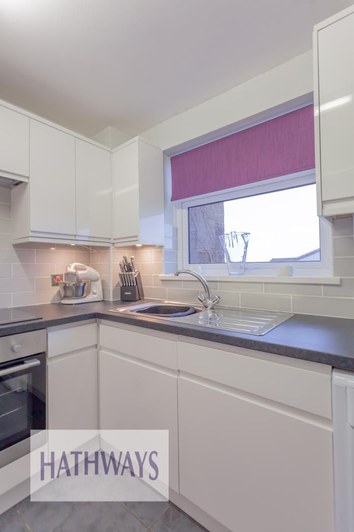 2 bed house for sale in Spring Grove 15