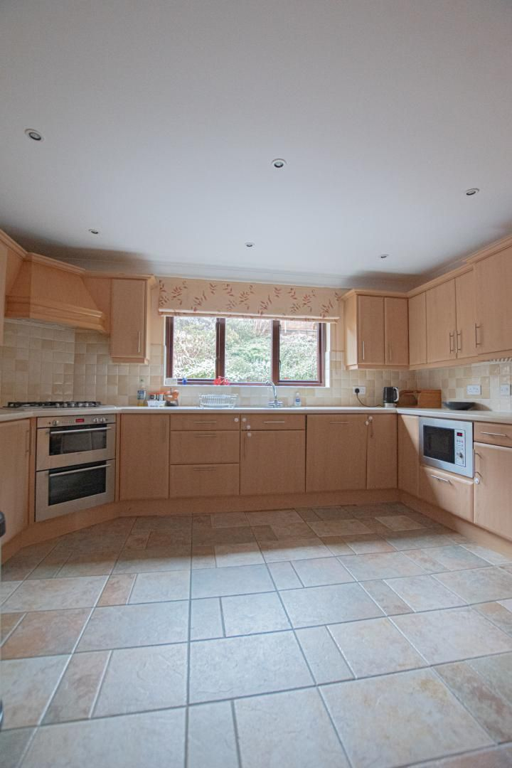 4 bed house to rent in Brooklea  - Property Image 7