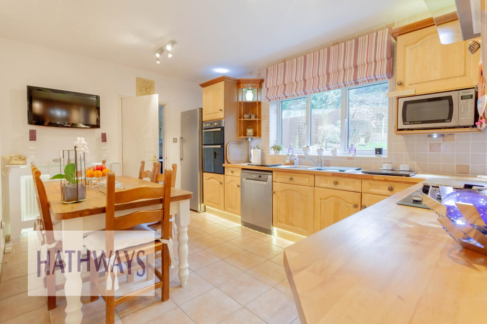 4 bed house for sale in Court Meadow  - Property Image 14
