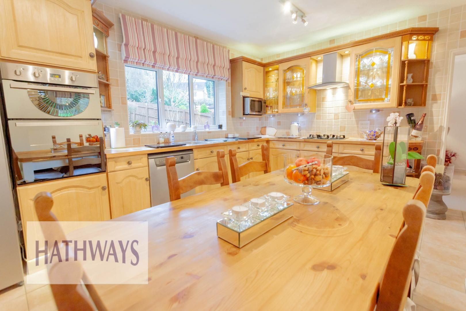 4 bed house for sale in Court Meadow 16