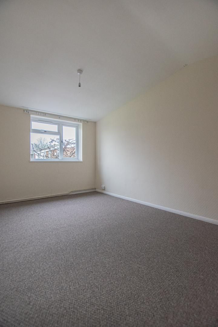 2 bed flat to rent in Pontnewydd Walk 15