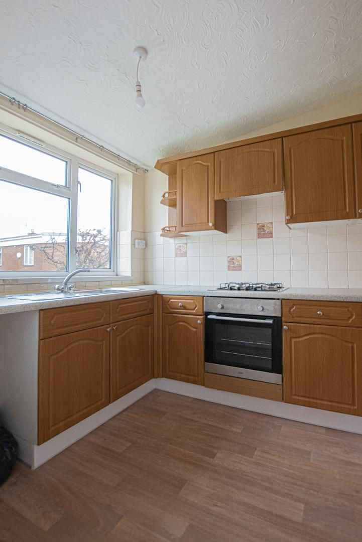 2 bed flat to rent in Pontnewydd Walk 6