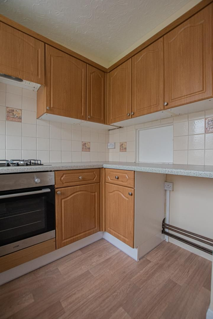 2 bed flat to rent in Pontnewydd Walk 8