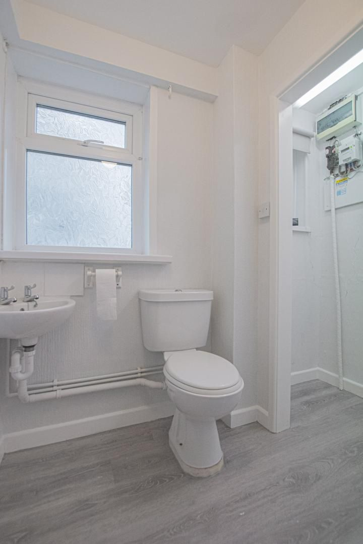 3 bed house to rent in Springfield Road 11