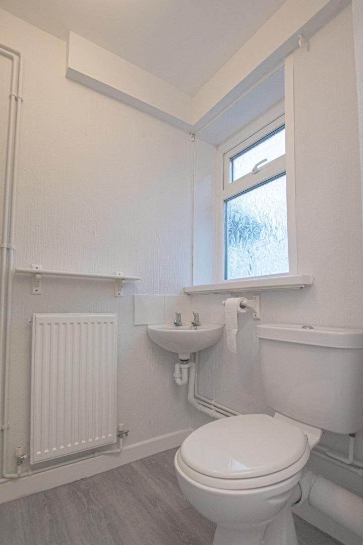 3 bed house to rent in Springfield Road 12