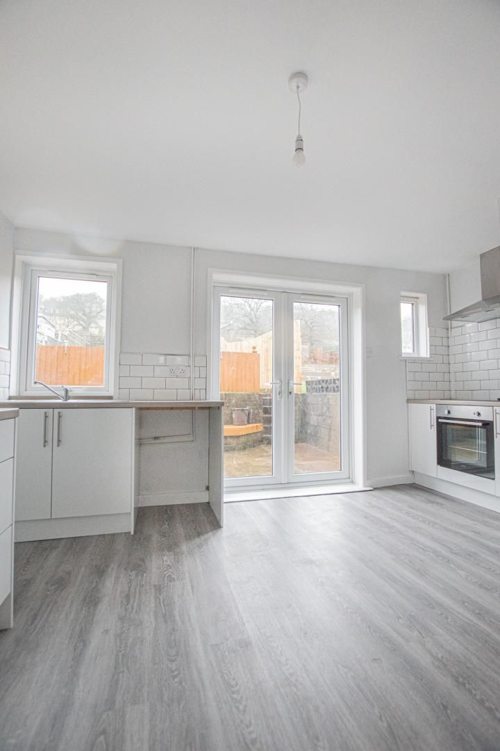 3 bed house to rent in Springfield Road 3
