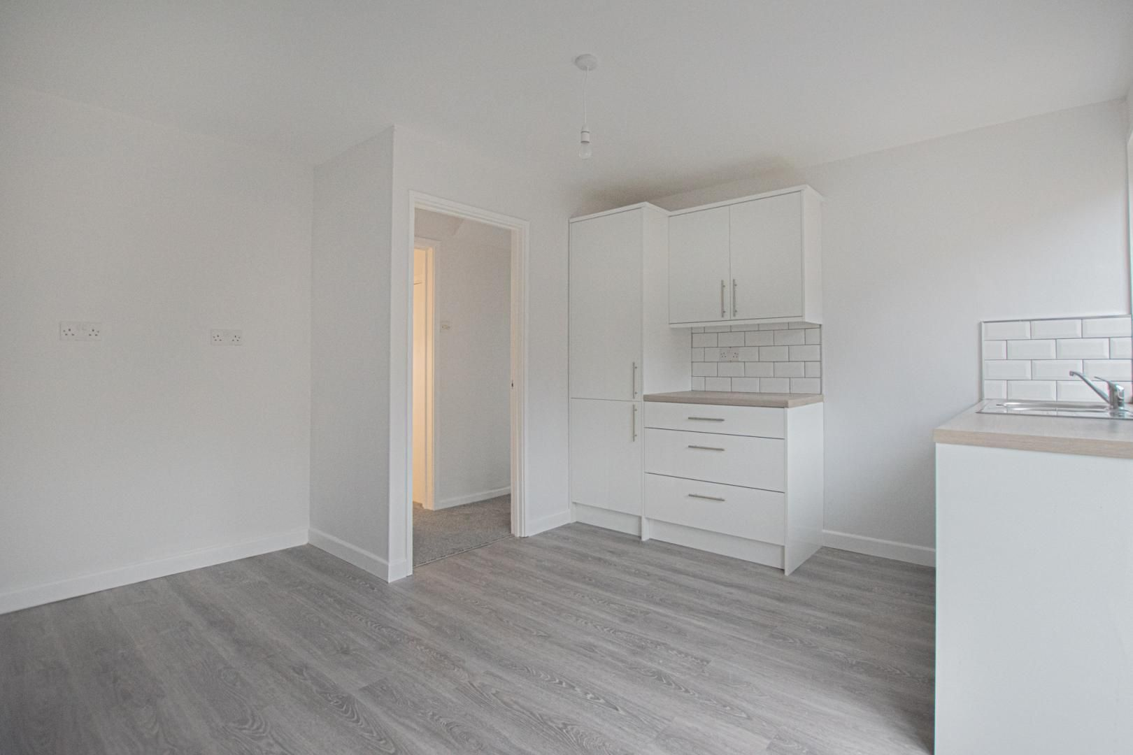 3 bed house to rent in Springfield Road 4