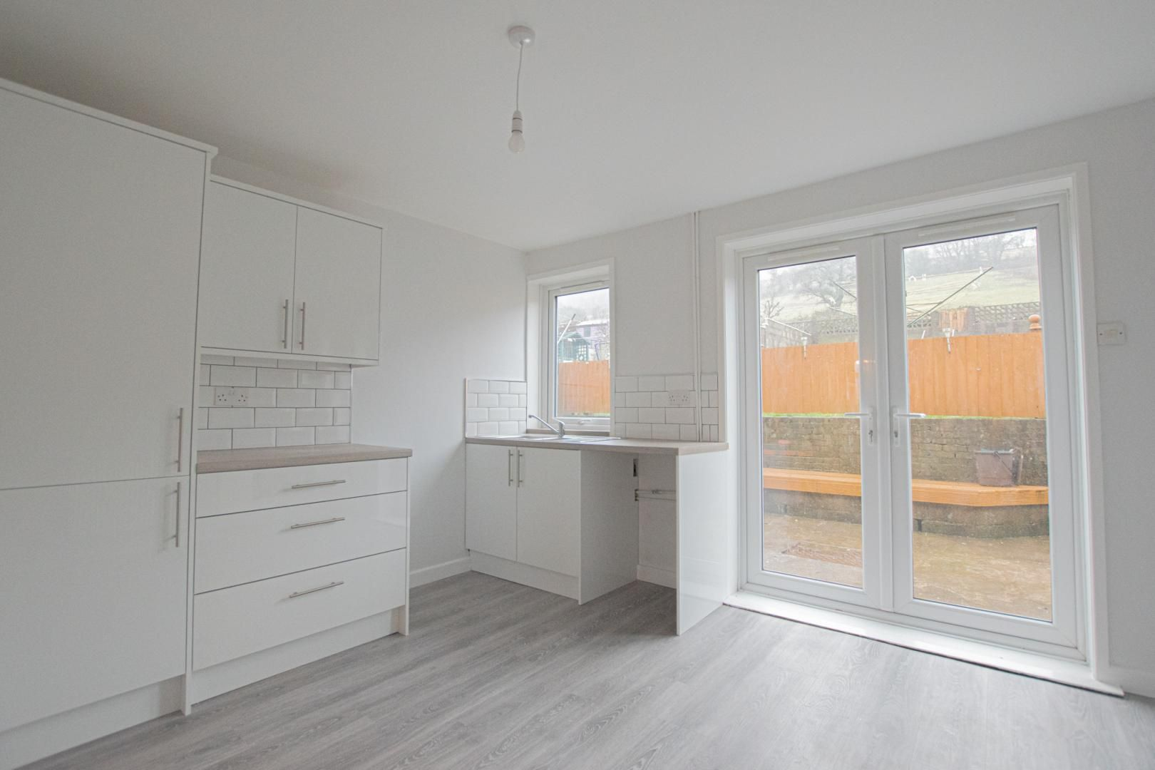 3 bed house to rent in Springfield Road 5