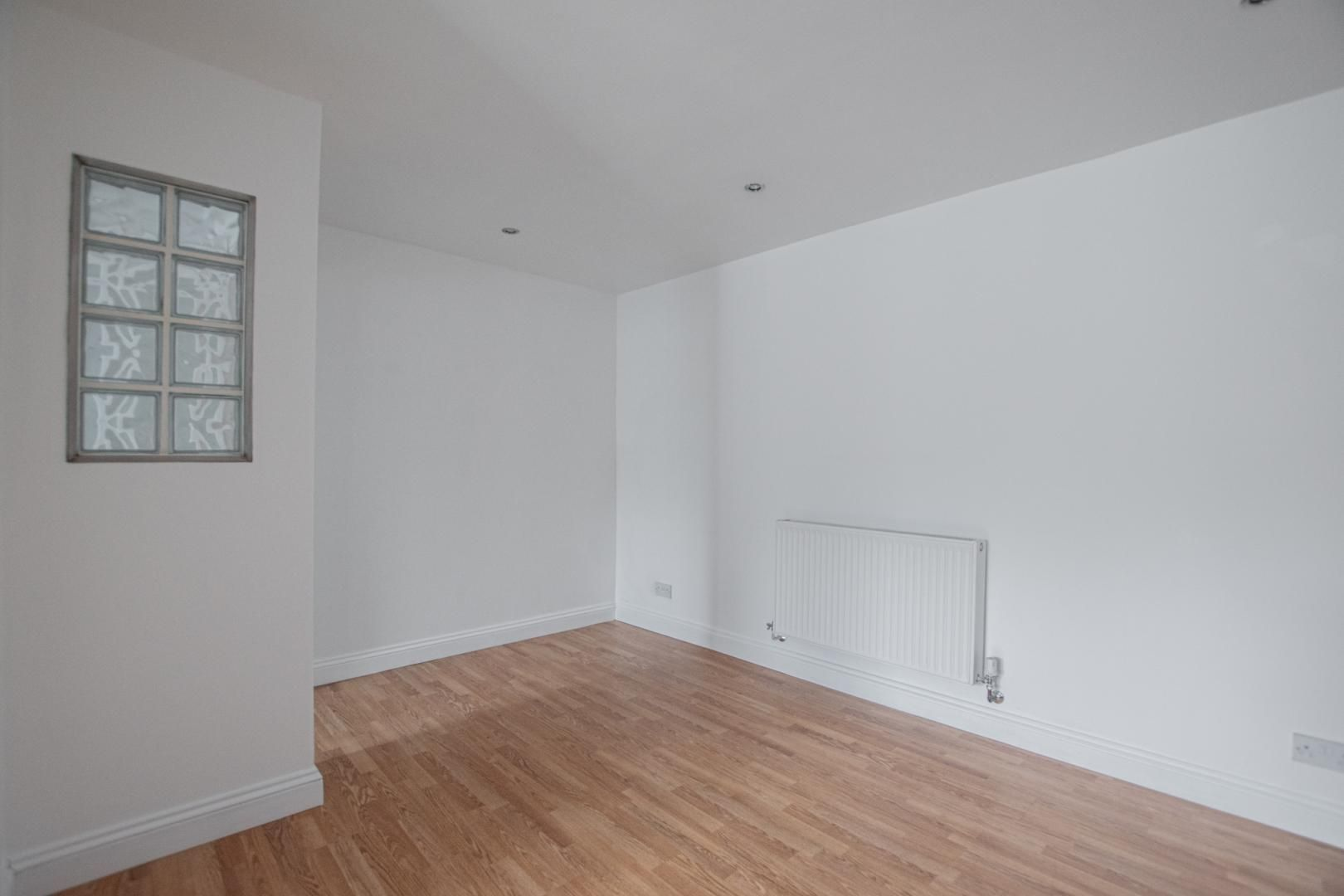 3 bed house to rent in Rectory Road 3