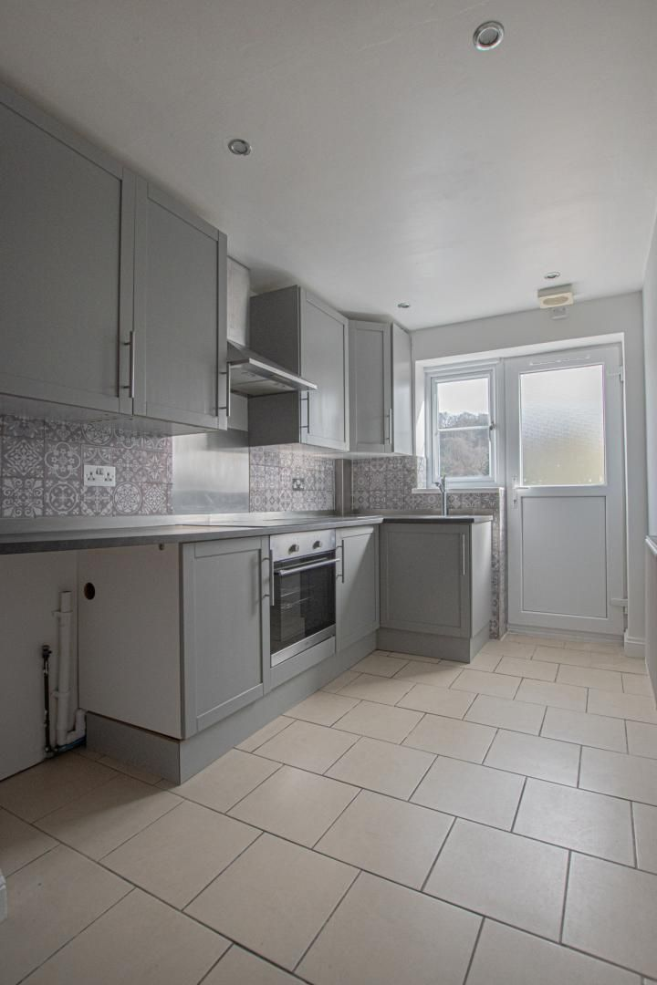 3 bed house to rent in Rectory Road 6
