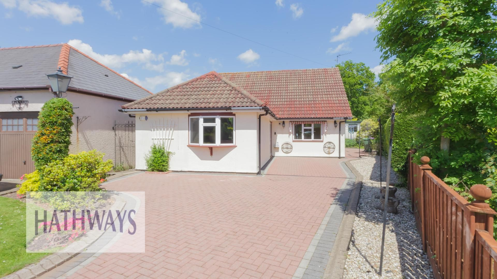 3 bed bungalow for sale in Ashford Close, NP44