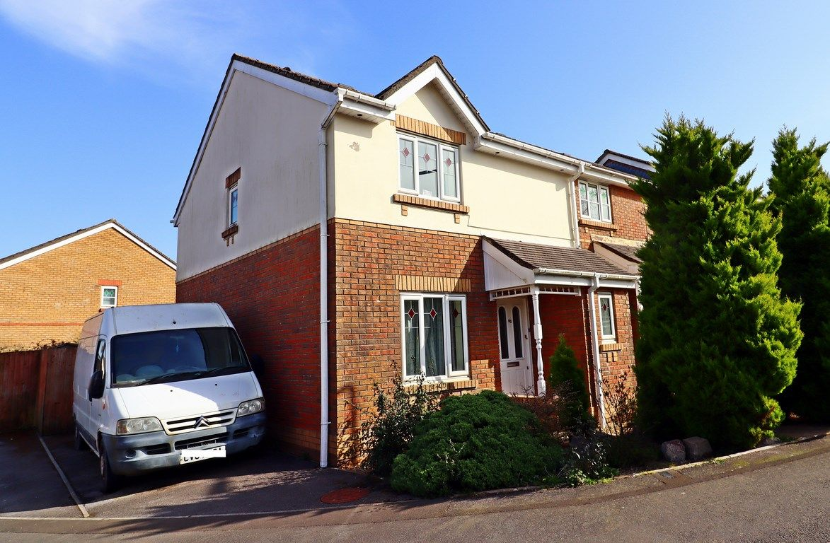 3 bed house for sale in Maes Y Wennol, CF72