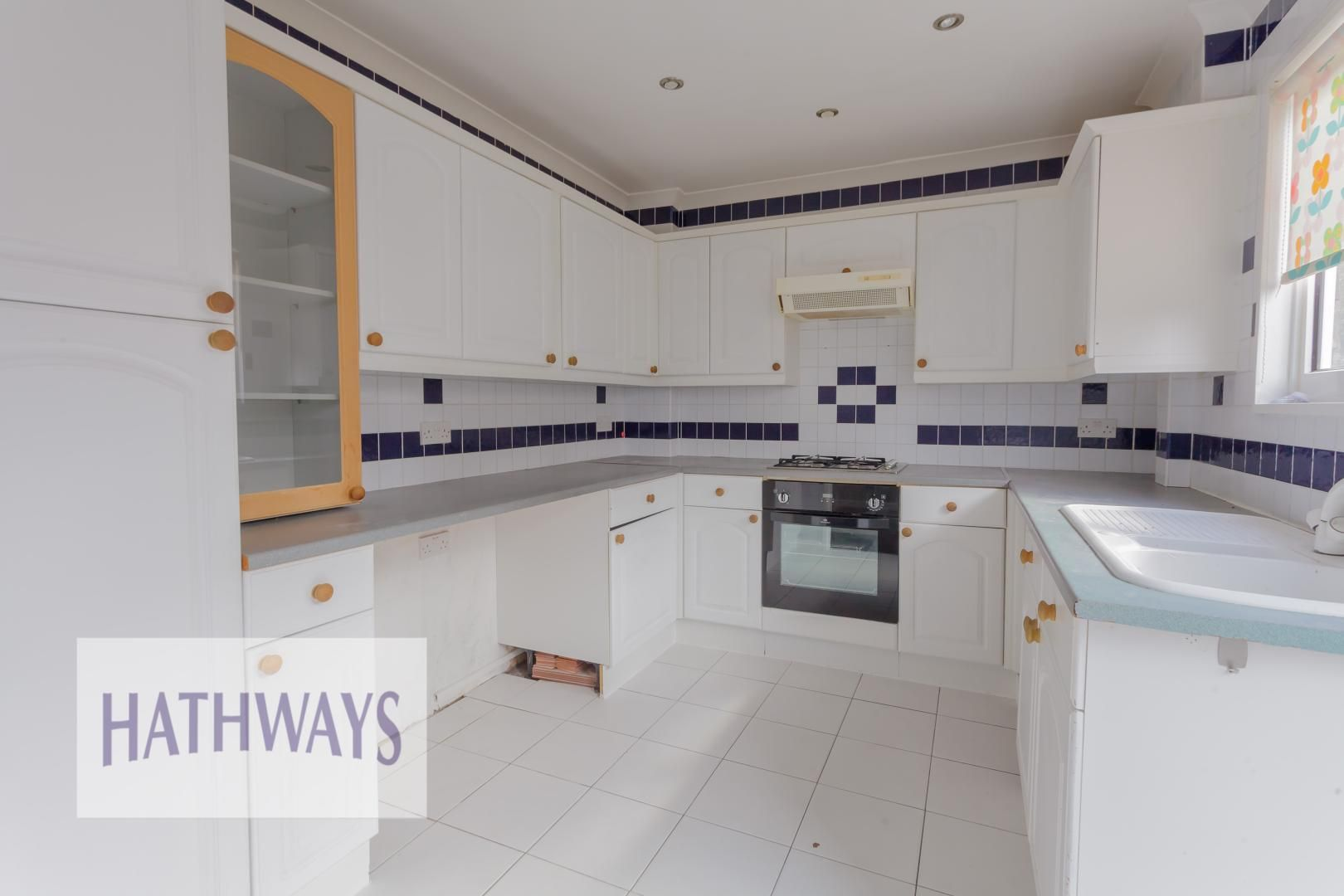 3 bed house for sale in Oaksford 12