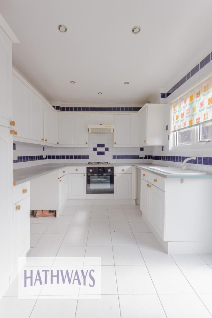 3 bed house for sale in Oaksford 14