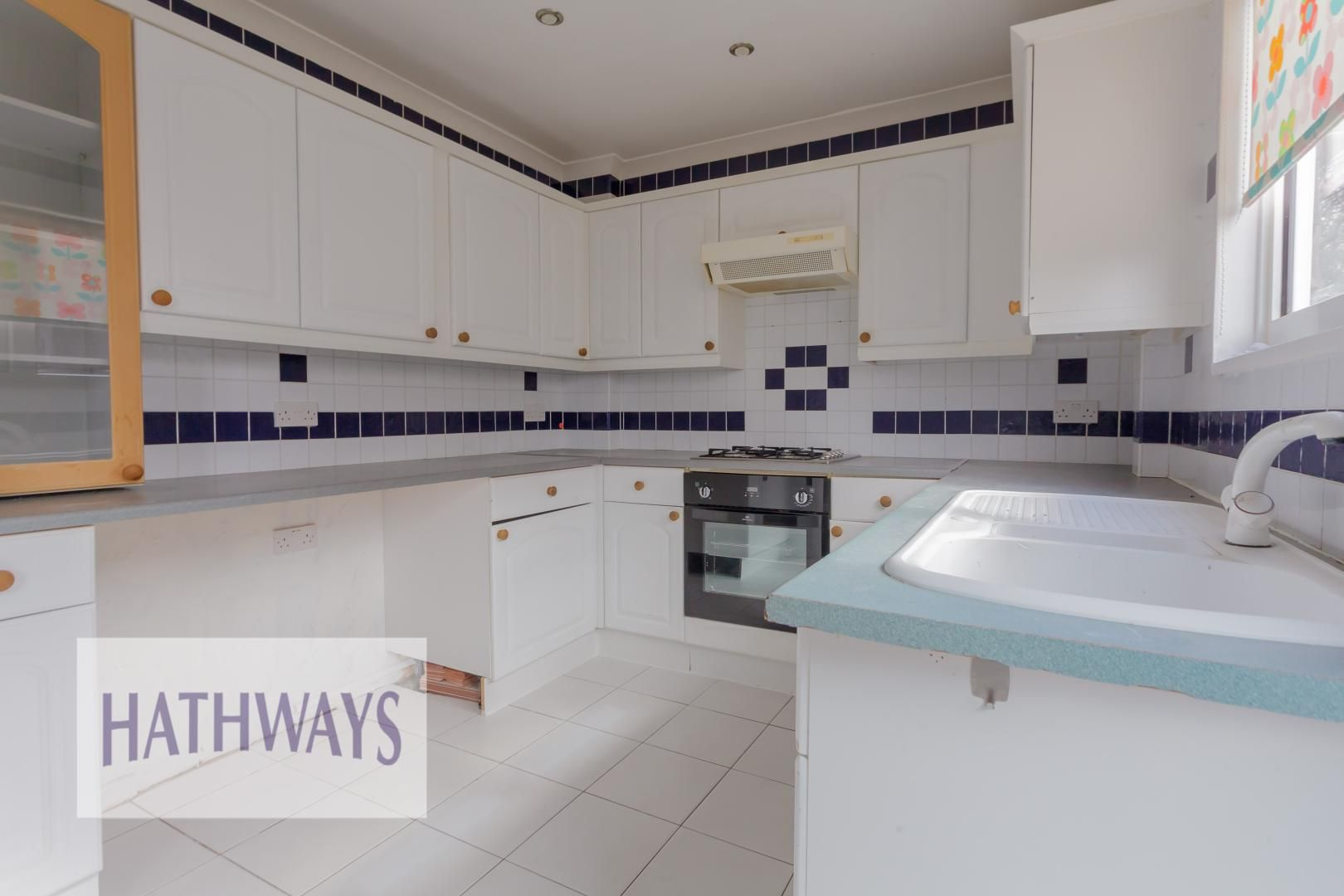 3 bed house for sale in Oaksford 15