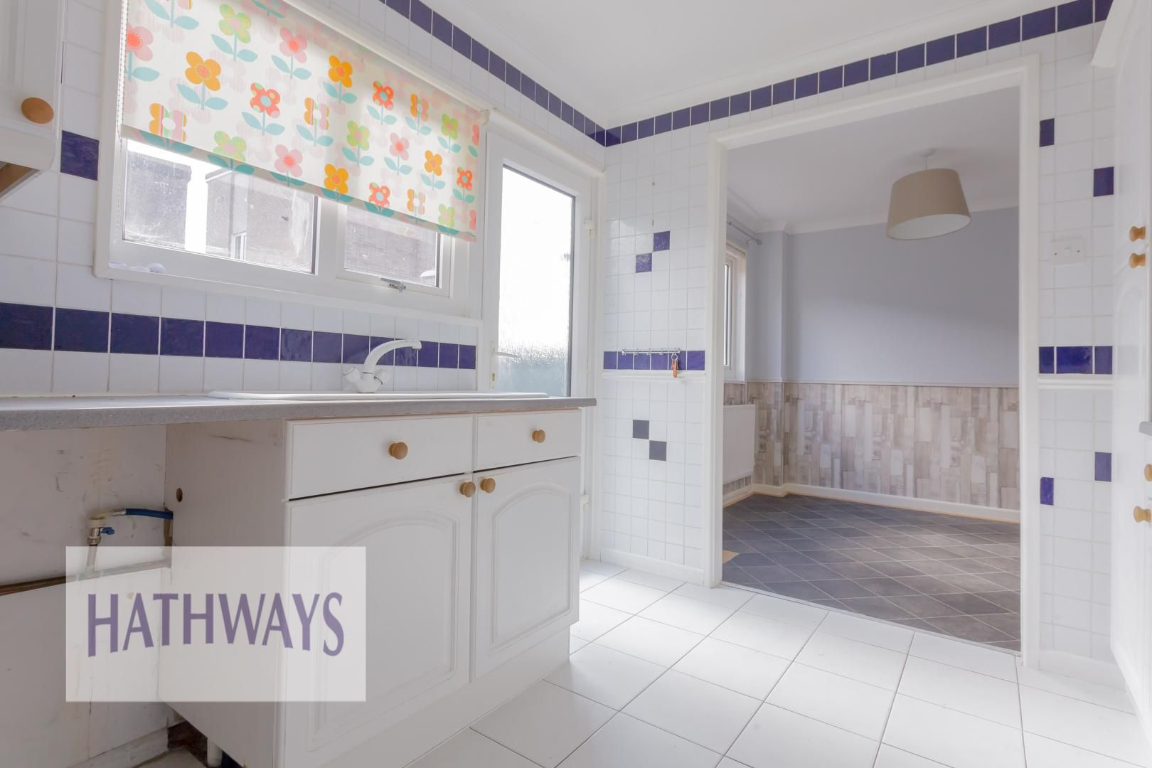 3 bed house for sale in Oaksford 16